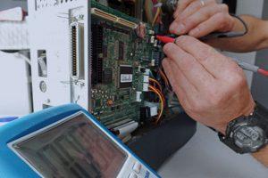 Detailaufnahme Reparatur elektrische Messung